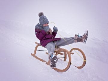 Cinco deportes para disfrutar de la nieve con los peques