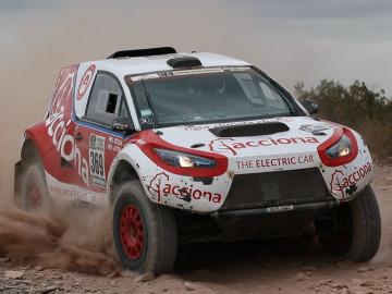El primer coche eléctrico y cero emisiones completa el Rally Dakar  http://bit.ly/2jjwtRd