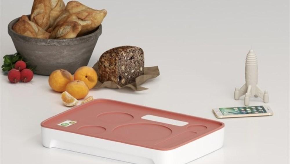 Un chef valenciano crea una bandeja interactiva que estimula el apetito de los niños