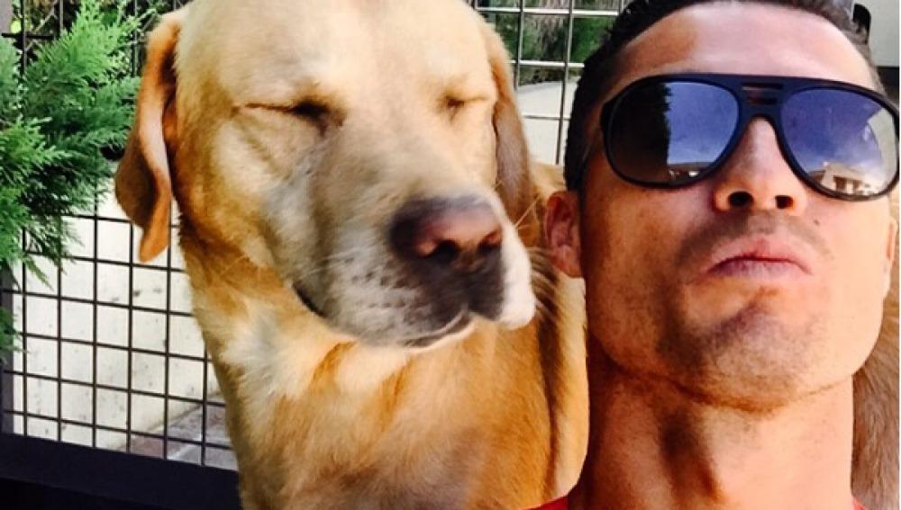 Cristiano Ronaldo y su perrita Marosca
