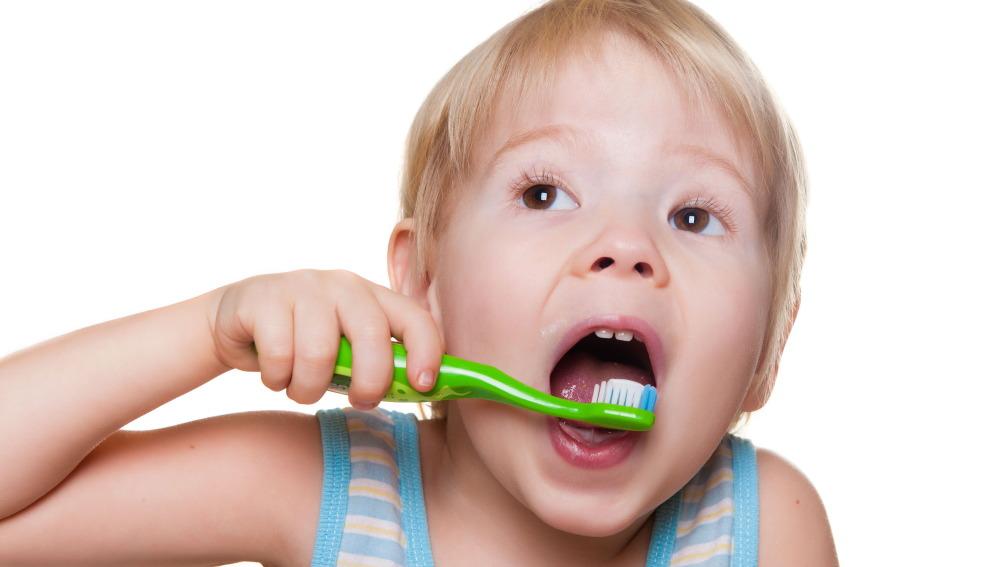 ¿Cómo enseñar a los niños a lavarse los dientes de forma correcta?