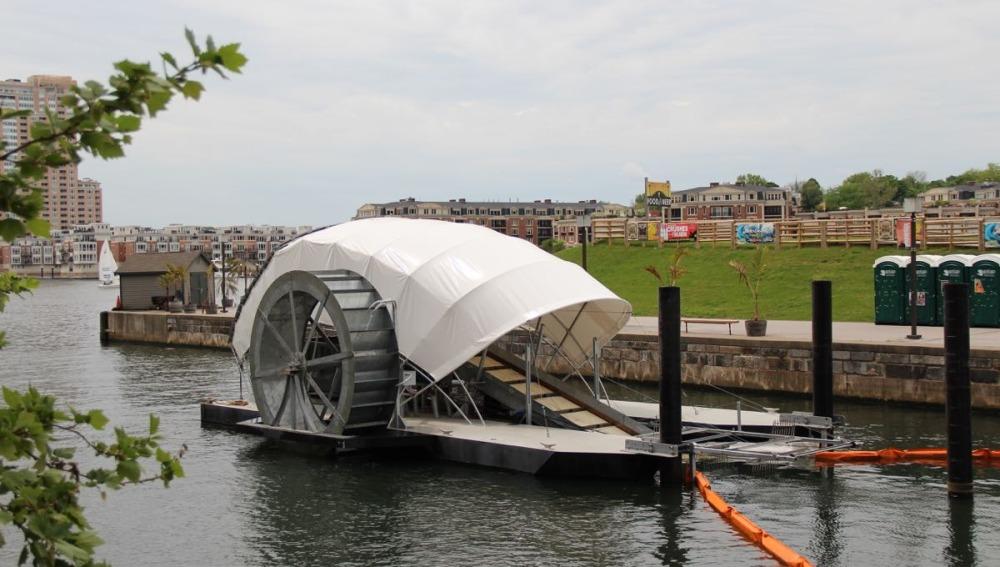 'Mr. Trush Wheel', el barco que limpia la basura de las aguas de Baltimore