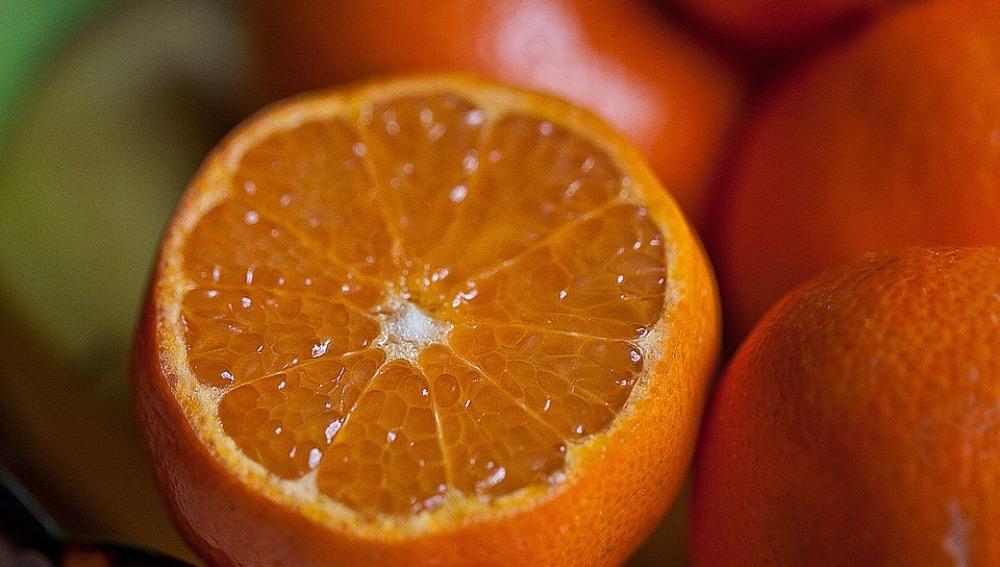 La piel de naranja puede servir para limpiar las aguas contaminadas