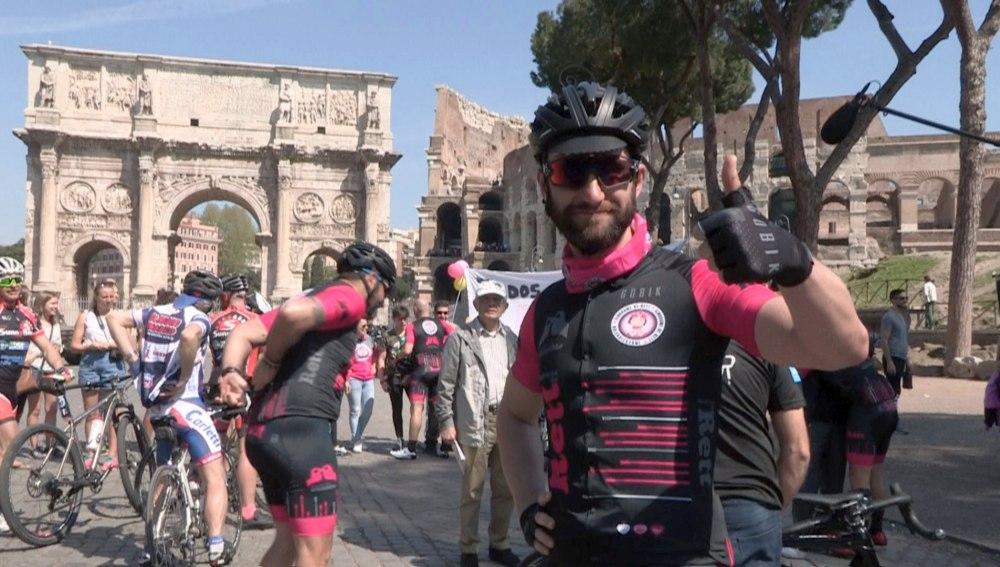 Dani Rovira viaja a Roma en bicicleta para concienciar sobre el Síndrome de Rett