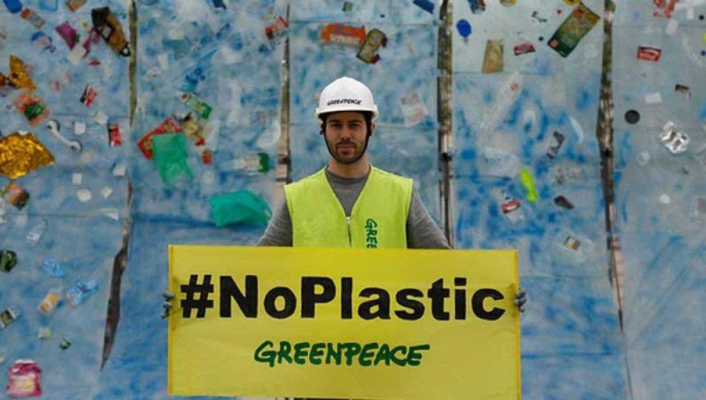 Greenpeace lanza una campaña para luchar contra la contaminación que sufren los océanos a causa del plástico