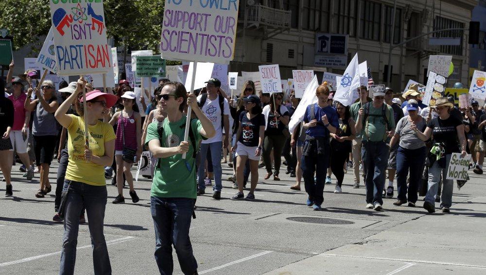 Científicos de más de 500 ciudades salen a la calle para reivindicar que sin ciencia no hay futuro