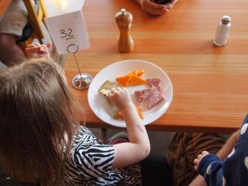 La duración y el tiempo, claves en las comidas y en el recreo de los niños