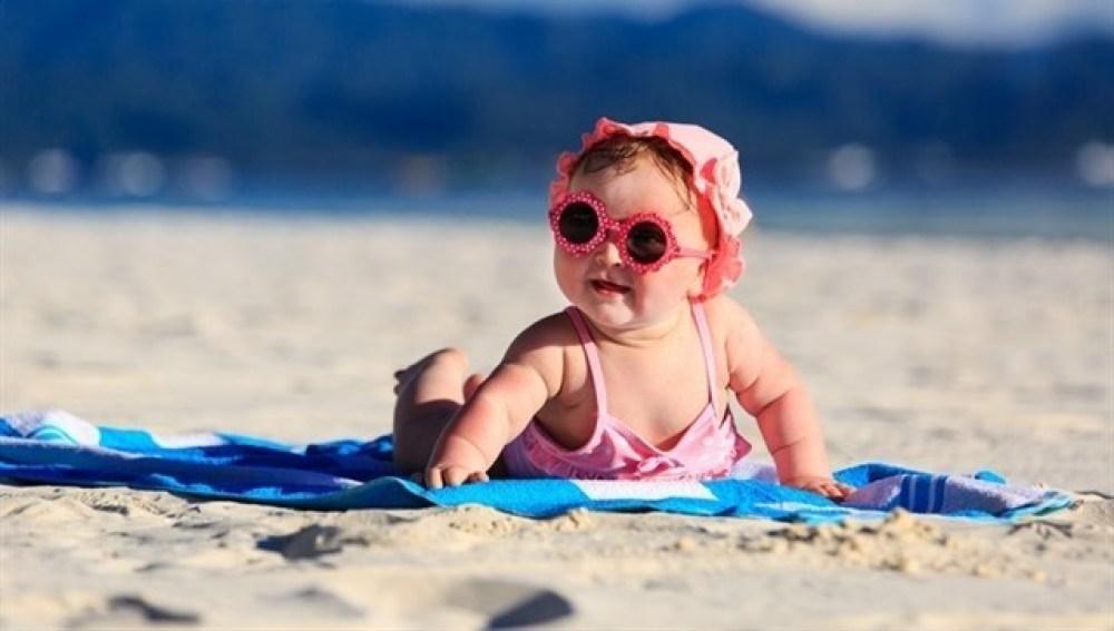 ¿Es bueno ponerles gafas de sol a los bebés?