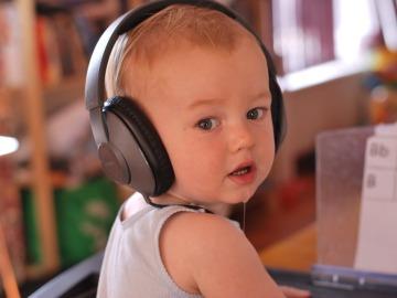 ¿Qué beneficios tiene la música en el desarrollo de los bebés?