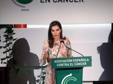"""La reina Letizia pide """"unidad, colabroración e integración"""" en la investigación contra el cáncer"""