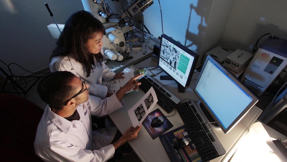 Investigadores diseñan un innovador método que podría detectar el cáncer de una manera rápida y precisa