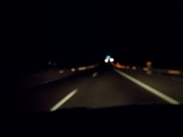 Sin iluminación en autopista