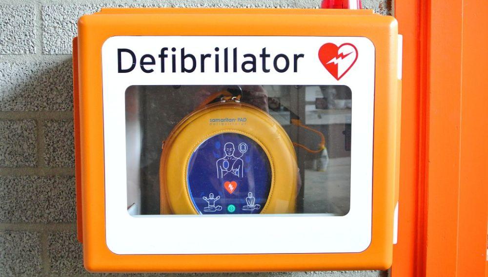 El uso del desfibrilador duplica la supervivencia de las personas que sufren un paro cardíaco