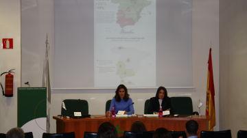 Inés Entrecanales, vicepresidenta de la AECC y Ana Fernández-Marcos, directora de Relaciones Institucionales de la AECC