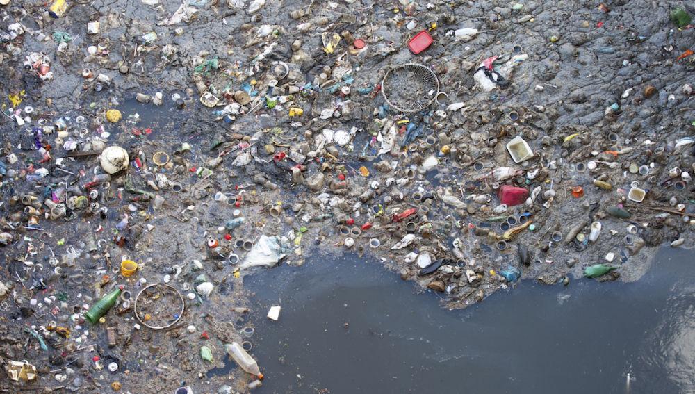 Imagen de archivo de una isla de plástico