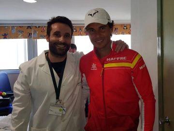 Rafa Nadal visita a los niños con cáncer del Hospital Clínico de Valencia