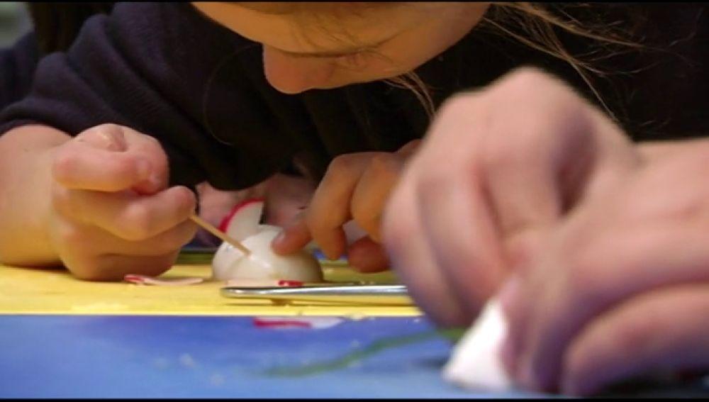 Aprendemos a preparar unas divertidas figuras de ratoncitos con huevo duro y atún