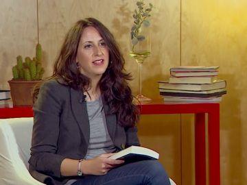 """María Oruña: """"El mayor éxito del escritor no es vender muchos libros sino acompañar a las personas"""""""