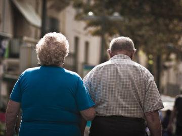 Imagen de archivo de una pareja de ancianos