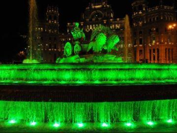 Madrid ilumina de verde la Cibeles para celebrar el Día Internacional del Reciclaje