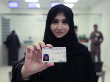 Arabia Saudí concede los diez primeros carnés de conducir a mujeres