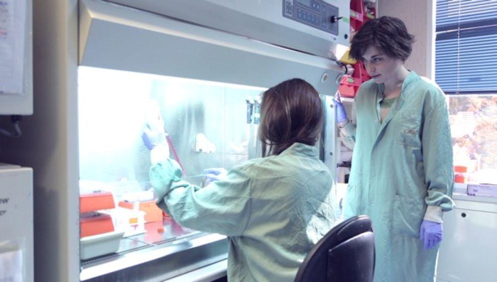 Imagen de una de las alumnas que participaron en la 'Inmersión en el laboratorio' durante la primera edición de CNIO & The City.