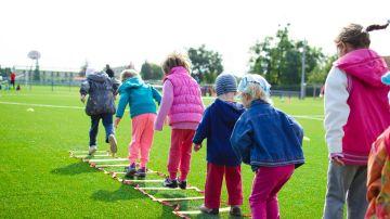 Tener cerca espacios verdes reduce la obesidad en los niños