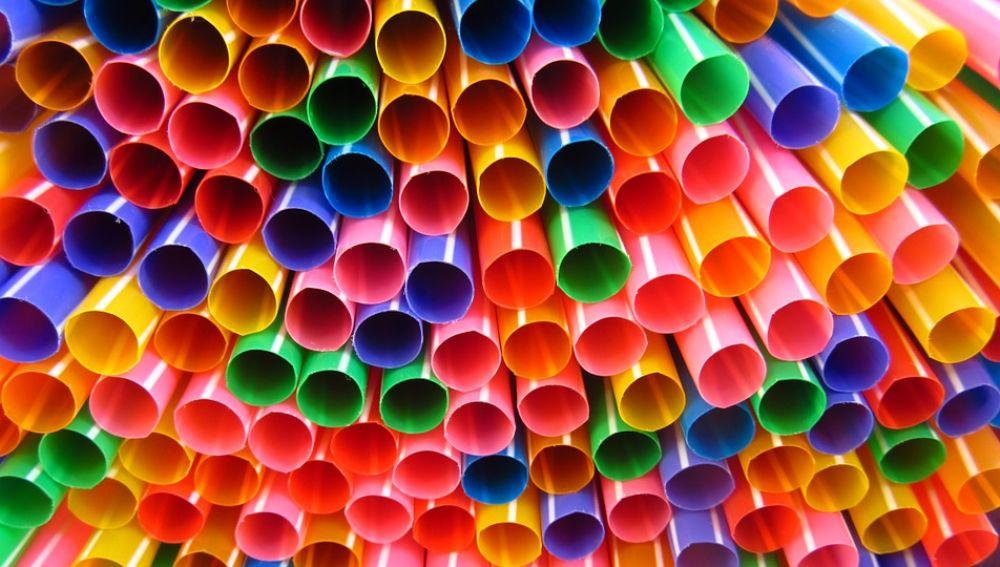 Greenpeace pide que se prohíban el consumo de pajitas de plástico