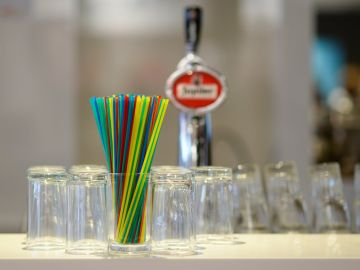 California limitará el uso pajitas de plástico en los restaurantes