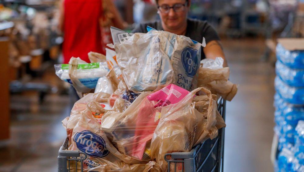 La mayor cadena de supermercados de Estados Unidos retirará las bolsas de plástico de sus tiendas
