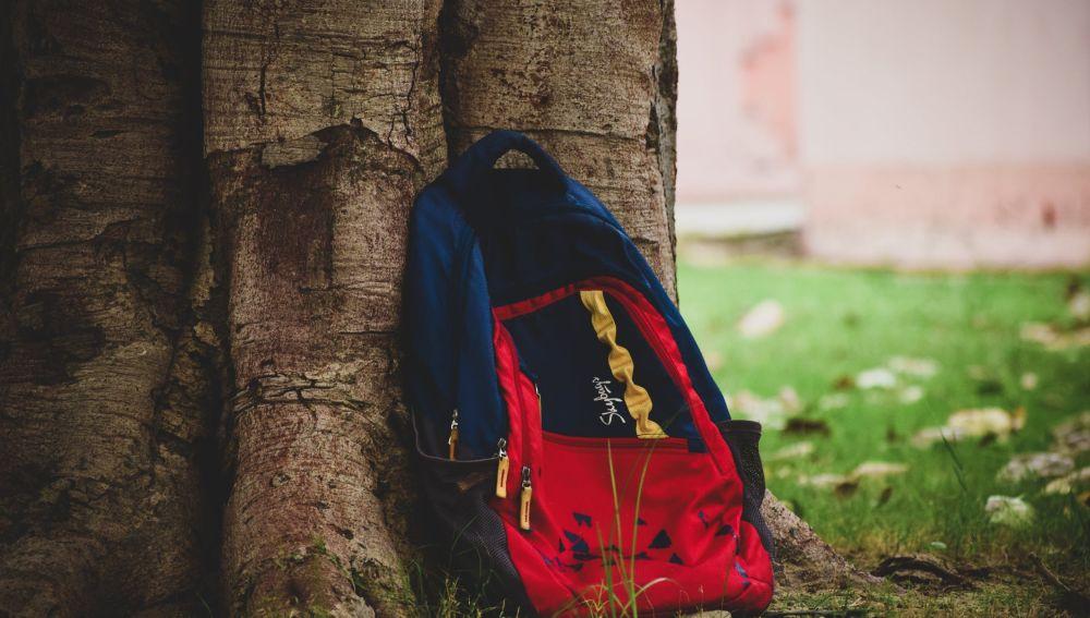 Las mochilas del colegio de los niños superan el peso recomendado en España