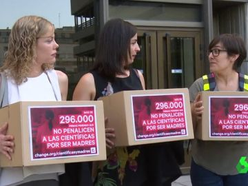 Las científicas españolas piden que no les perjudique la maternidad en su profesión