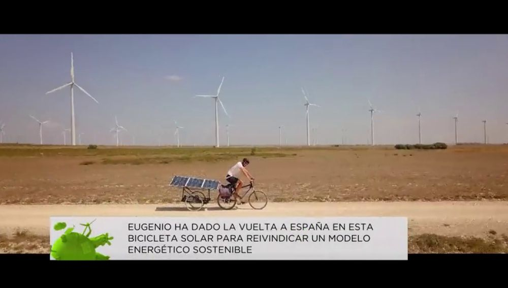 Eugenio, un ingeniero informático que ha dado la vuelta a España en una bicicleta solar para reivindicar la energía limpia