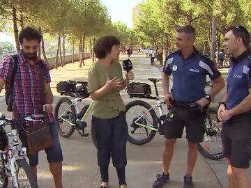 Aprendemos a montar en bici respetando las normas con la Policía Municipal de Madrid