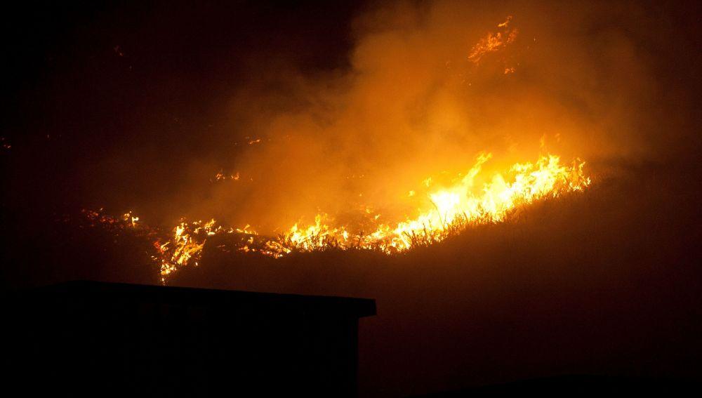 El incendio forestal de Mondariz ha quemado ya 120 hectáreas
