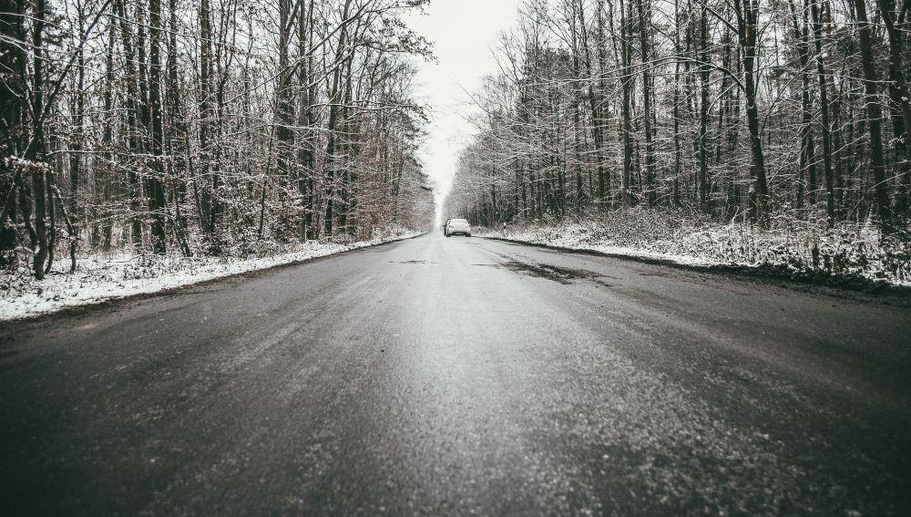 Placas de hielo en la carretera