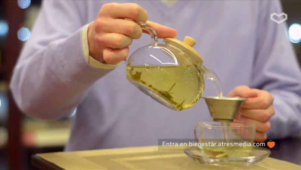 Una taza de té verde cada día mejora la salud y previene el envejecimiento