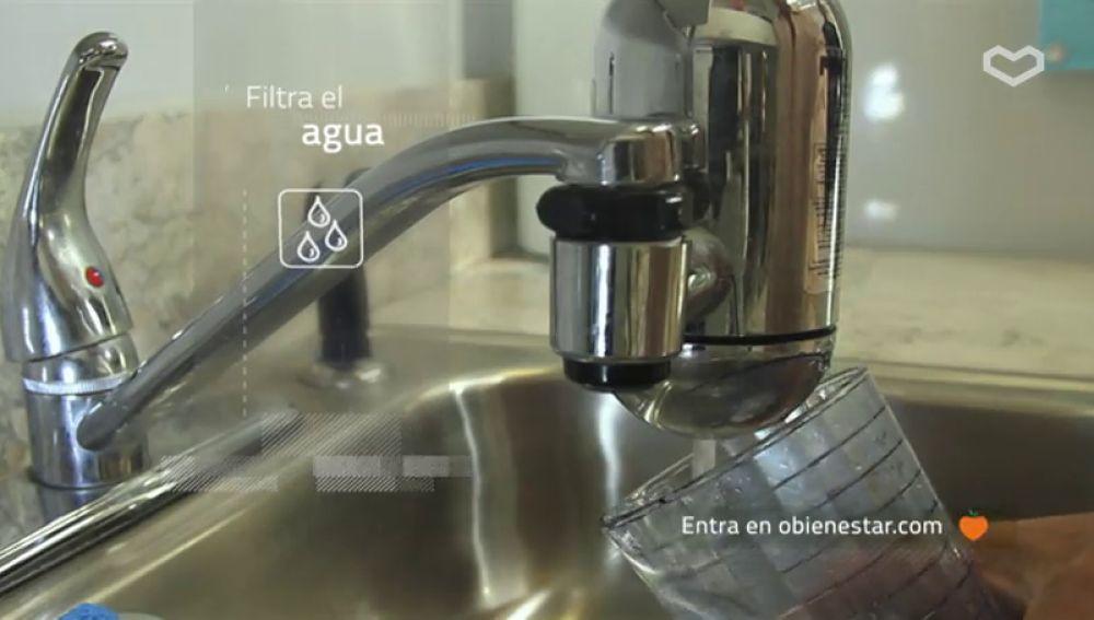 Filtra el agua para eliminar impurezas y sustancias tóxicas