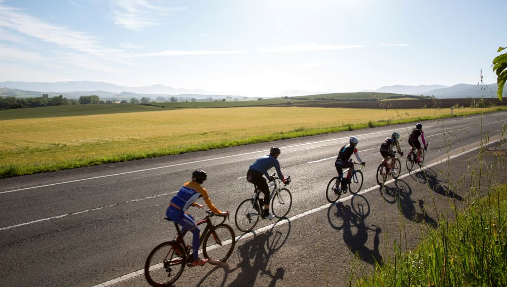 La DGT aumenta la vigilancia por aire y a pie de vías frecuentadas por ciclistas