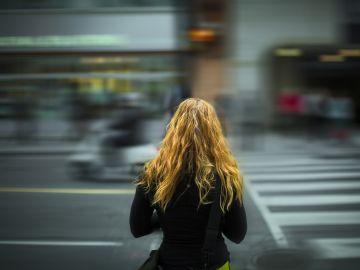 Mujer en una ciudad