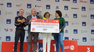 La Asociación Stop Accidentes País Vasco recoge el cheque con la recaudación íntegra