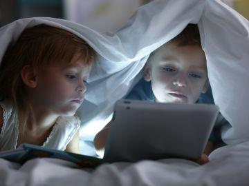 Niños frente a pantallas