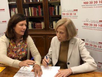 Mar España y Silvia Moroder durante la firma