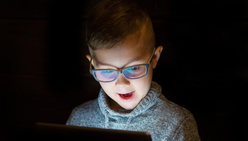 Un estudio alerta de las consecuencias de las pantallas en la vista de los niños.
