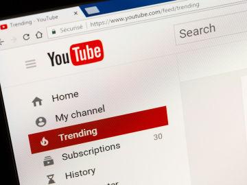 YouTube endurece sus políticas contra la desinformación.