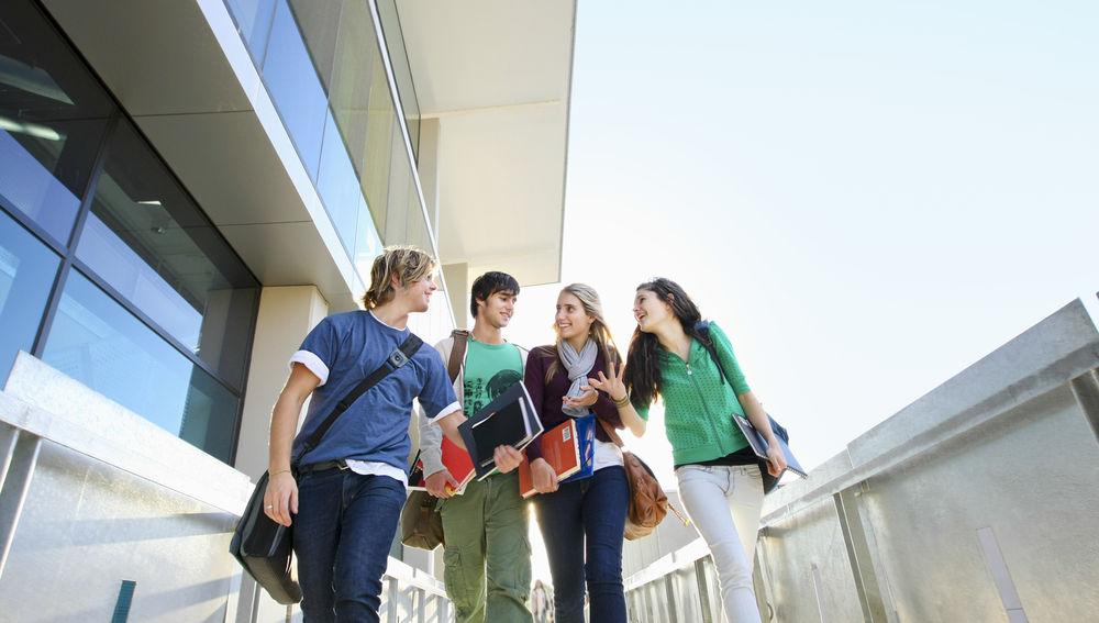 Los jóvenes españoles creen que están poco preparados para enfrentarse al mundo laboral