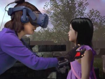La madre se encuentra con la niña en un parque con recuerdos para ambas.