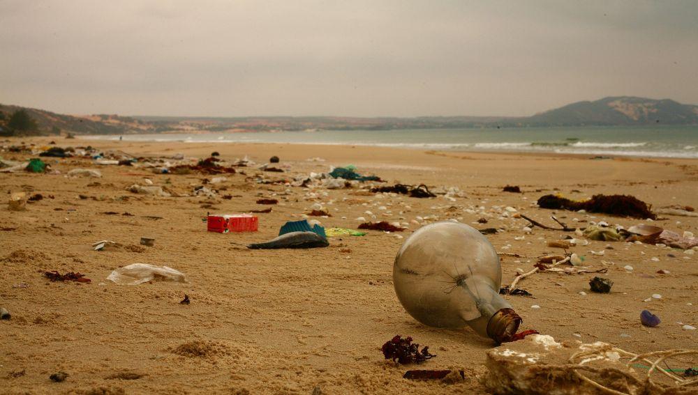 Basura en una playa