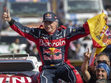 Carlos Sainz, tras su última victoria en el Dakar