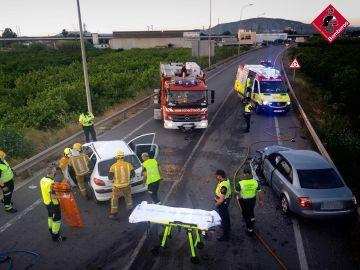 Bomberos Asistiendo en Accidente de tráfico